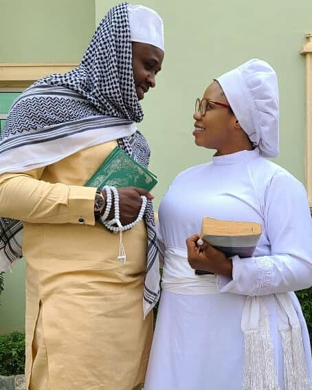 Yoruba Actress Wunmi Toriola And Actor Femi Adebayo Shares Loved Up Pictures On A Movie Set (Photos)